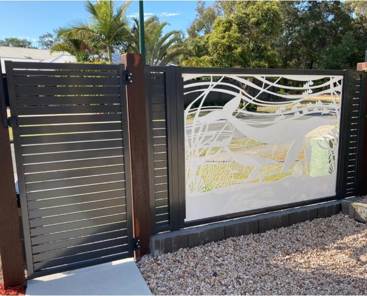 sunshine coast fencing contractors